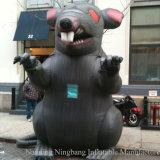 Rat gonflable géant de dessin animé pour la grève