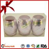 婚礼の日の印刷された文字の多彩なリボンの卵