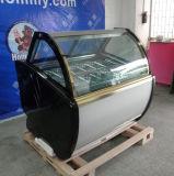 Travail de coffret d'étalage de Galato avec la machine dure de crême glacée