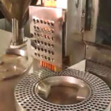 Machine de remplissage dure semi automatique pharmaceutique de capsule pour la poudre