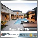 床のための自然な磨かれた石造りのタイルの玄武岩かフロアーリングまたは階段または壁または浴室または台所タイル