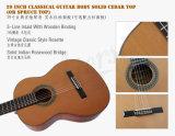 ハンドメイド型のスペインの固体上の古典的なギター