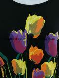 Черная СРЕДНЯЯ тенниска втулки для женщин с тюльпанами напечатала