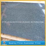 自然な炎にあてられた及び磨かれたG654/Pandangの灰色の灰色の花こう岩の床タイル