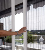 Grands écrans d'insectes rétractables à portes ouvertes
