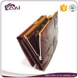La frizione del metallo incornicia il raccoglitore della borsa con il foglio impresso, piccolo disegno rosso di modo della borsa dell'unità di elaborazione