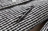 Black&Whiteの格子縞の女性の`Sダクトコート