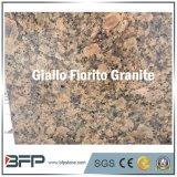 砥石で研がれる/Giallo Fioritoの花こう岩のカウンタートップの平板を磨いた