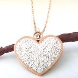 普及した女性の方法宝石類の長いネックレスのダイヤモンドの中心のペンダント