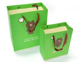 Crear el bolso de papel plegable impreso insignia del regalo para requisitos particulares con la maneta