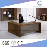 Escritorio de oficina de madera del vector del encargado de los muebles modernos