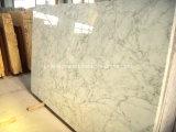 カラーラの白い大理石の平板または大理石の平板または白い大理石の平板かイタリアの白い大理石の平板