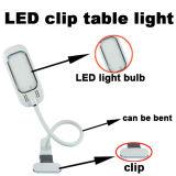O grampo do diodo emissor de luz do USB no olho do estudo do miúdo da lâmpada protege a luz Home da tabela da mesa