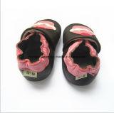 미끄러운 아기 착용 가죽 신발을 방지하십시오