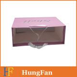 ピンクの印刷の衣服のための白いクラフト紙のショッピング・バッグ