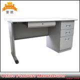 Muebles modernos de la oficina conceptora con el vector personal del escritorio del ordenador de oficina de la PC del teclado de escritorio