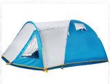 Backpackingキャンプテントをハイキングする4季節