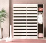 寝室178のための高品質のMorden Design PVC Shutter Series Wardrobe Sliding Door