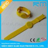 Wristband pasivo 13.56MHz del silicón de RFID escribible para el patio
