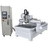Holzbearbeitung, die Maschine CNC-Fräser schnitzt