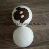 自然な白いヒツジのウールのドライクリーニングの洗濯の球