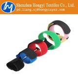 Justierbare Flausch-Kabelbinder mit Faltenbildung