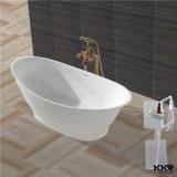 Vasca da bagno indipendente della stanza da bagno moderna, vasca da bagno di superficie solida