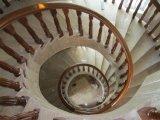 現代純木の螺旋階段の手すり