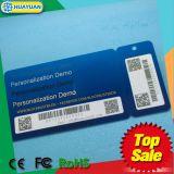 Schiocco del codice a barre del PVC di lealtà del supermercato fuori dalle modifiche chiave con il codice a barre