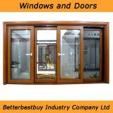 La ventana de aluminio del color de madera se conforma con como estándar