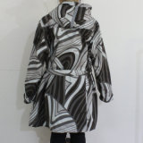 Schwarzweiss-Geometric Pattern Hooded PVC Raincoat für Woman