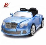 A bateria caçoa o brinquedo recarregável do carro elétrico dos carros