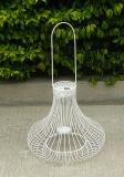 鉄から成っている美しい日本様式の蝋燭ホールダー