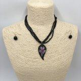 Heldere Glans met Tegenhanger Leaf&Flower en de Halsband van Parels met de Reeksen van Jewellry van Oorringen
