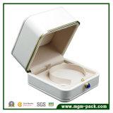 Caja de joyería de oro del borde de encargo con el botón de piedra