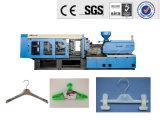 Máquina de fabricación plástica de la suspensión de ropa