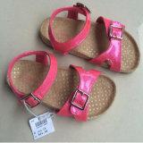Сандалии Stock ботинка девушок милые розовые для малышей