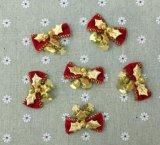 銀製のクリスマスは-銀製のきらめきの装飾-ギンヨウジュ、銀製の雪片および銀製のメリークリスマスの印-クリスマスの装飾のホック飾る