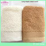 Длиннее скрепленное полотенце ванны хлопка от изготовления