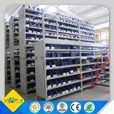 Estante de acero industrial de la estantería del almacén con el estante levantado de la plataforma