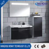 側面のキャビネットが付いている新しい壁に取り付けられたPVC浴室の洗面器のキャビネット