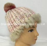 冬の擬似毛皮のポンポン(Hjb040)が付いている編む帽子の暖かい帽子の帽子アイスランド