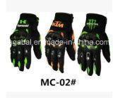 Спорты рыцаря мотоцикла энергии изверга участвуя в гонке перчатки