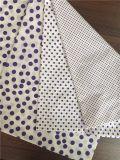 手によって編まれる綿のワッフルファブリック