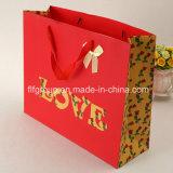 Produit de beauté à la mode empilant des sacs en papier