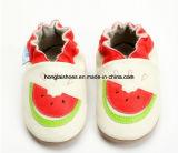 革赤ん坊の幼児の靴