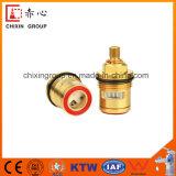 La base de válvula de cobre amarillo lenta se abre