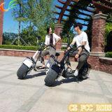 Зеленый перемещая скейтборд электрических кокосов города самоката электрический