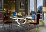 Klassieke Eettafel. De aangemaakte Eettafel van het Glas met de Voeten van het Roestvrij staal