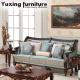 Strato americano classico Loveseat del sofà antico del tessuto con testo fisso intagliato di legno